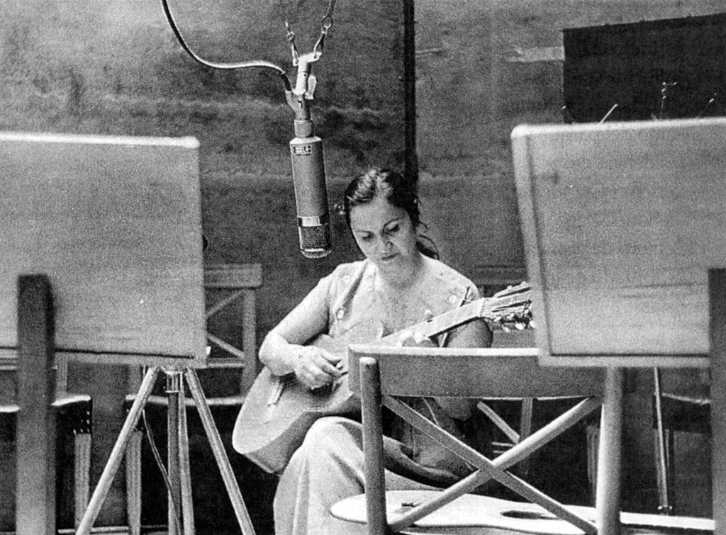 ...violeta en Radio Chile 1957